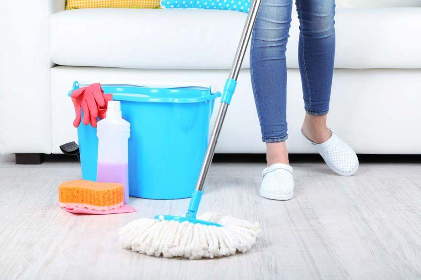 Pulizia del pavimento con sapone di marsiglia